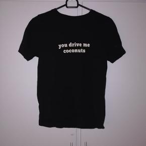 T-shirt fra Gina tricot. STR s 20 kr 🌺