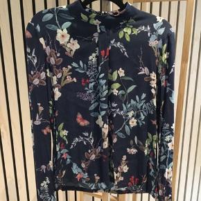 Mbym skjorte/overdel sælges. Str. L, men lidt lille i størrelsen.