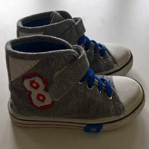 Éram sko, basket støvler, sneakers. Helt nye og praktiske med velcro.