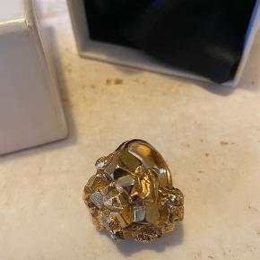 Saint Laurent ring