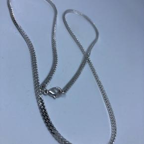 Fin halskæde. Længde 29cm
