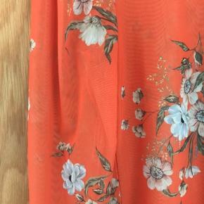 Flot orange mes-bluse, der er brugt 1-2 gange.