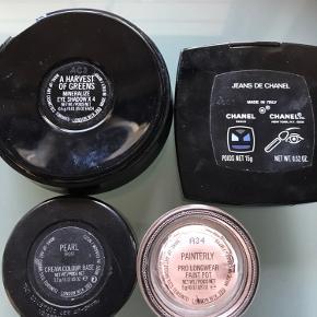 Har disse mac og Chanel produkter . På foto 2 kan man se hvad det er og farvenr Sælges samlet 150 kr