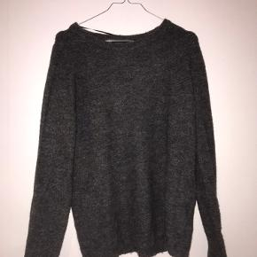 Varm sweater her til vinter Obs den er lidt stor i størrelsen og ville svare til en medium Skriv for flere billeder