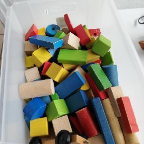 Træklodser i forskellige størrelser/facon og farver.