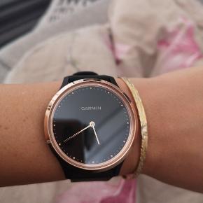 Købt for Ca. En måned siden. Fejler absolut intet, og er næsten ikke blevet brugt. Sælges kun fordi jeg ikke bruger urets funktioner, så vil hellere have et helt almindeligt ur. 😄🙈 Kan hentes i Odense, Slagelse eller sendes med DAO.  Model: Vivomove HR Str: s/m Reserveret!