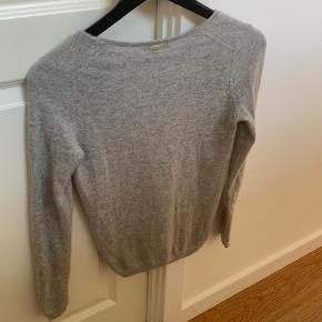Sælger denne dejlige 100% cashmere sweater fra Massimo Dutti