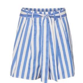 Fine shorts fra rue de femme. Er desværre for små. Stadig med mærke.  Ny pris 500,-
