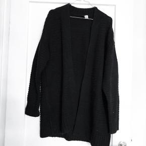H&M sort lang cardigan   størrelse: S   pris: 80 kr   fragt: 37 kr