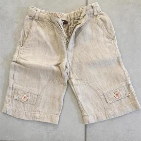 Varetype: Shorts Størrelse: 2år Farve: Beige Oprindelig købspris: 400 kr.  Hørkvalitet