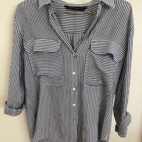Sælger en super fin bluse fra Zara.  Skriv, hvis du er interesseret😁