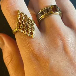 About Vintage ring