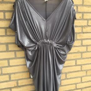 3c81338f6f47 Utrolig flot kjole