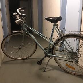 Sælger denne cykel da den ikke bliver brugt. Kan afhæntes i Ikast.  Giv bud, skal bort grunnet flyttning.