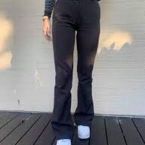 Sælger mine Design By Si bukser da de er for store til mig. Det er dem med kort længde. Skriv pb for mere info