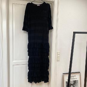 Brugt en enkelt gang. Strikket kjole fra By Malene Birger. Ingen bytte.