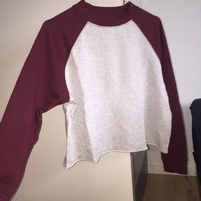Halløj❤️ Sælger denne fine bluse fra H&M.  Jeg mener den nye pris var 80 Kr?🐝  Sender ikke, afhentes i Albertslund❤️