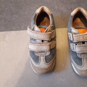 God sko med dobbel velcro.