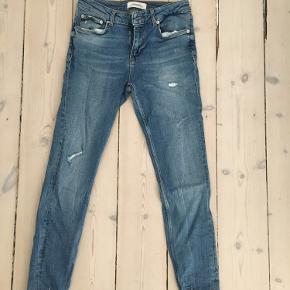 Jeans fra Zara woman, premium denim collection. Str.36, brugt få gange. Ripped bottom jeans