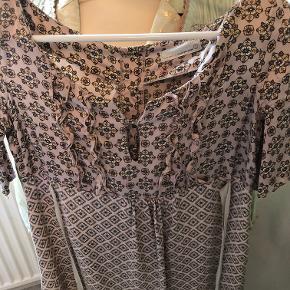Smuk kjole i str 2 100% silke