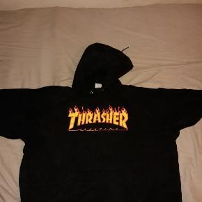 Jeg sælger et par super fede thrasher hætte trøjer. Kan meetup i kbh eller sende med DAO. 300 kr pr styk og alle 3 for 700,- Ny pris er 700 for en trøje. Har du flere spørgsmål så skriv gerne :) mvh Jack