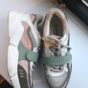 Sneakers brugt 1 gang, sælges fordi jeg ikke får dem brugt