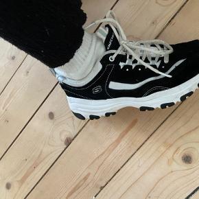 De her dine Sketchers sko.  De ser okay nye ud, men smørrebrødende er lidt beskidte men man kan bare købe nogle nye.