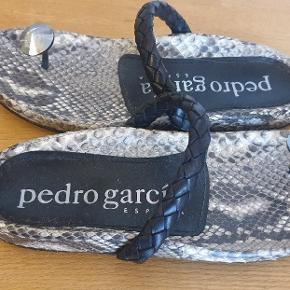 Pedro García sandaler