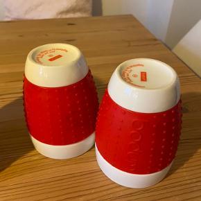 Bodum Pavina kopper. Står flotte uden skår. 2 stk. i rød og 2 stk. i lilla. Sælges i sæt af 2 stk. for 80 kr. eller alle fire for 140 kr.   Kan afhentes på Nørrebro eller sendes med DAO.