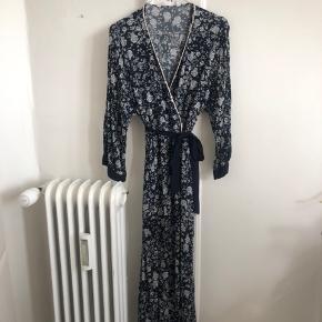 Fin kjole fra ZARA i str m, god stand.
