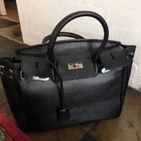 Ligner lidt en hermes taske - den er fra Trendday og mp er 300