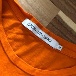 Super udsalg.... Jeg har ryddet ud i klædeskabet og fundet en masse flotte ting som sælges billigt, finder du flere ting, giver jeg gerne et godt tilbud..............  * Flot T-shirt brugt 2 gange