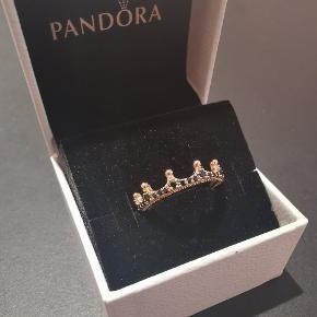 Pandora ring i 14 karat forgyldt rose gold. Str 58