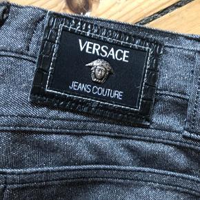 Cool Metallic/grå vintage højtaljede Versace jeans i en italiensk str 40 (36) 🧡
