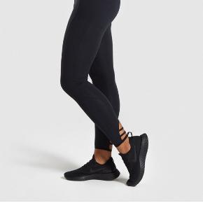 Gymshark Poise Leggings / Tights fra udgået kollektion. Fejler intet.  ☀️ Kan afhentes i Aarhus C ☀️ Kan sendes mod at køber betaler fragten
