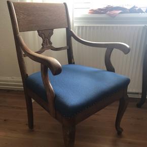 Billig stol! Rigtig god at sidde i og endnu bedre at smide tøj på 😄 100kr kan afhentes inden søndag