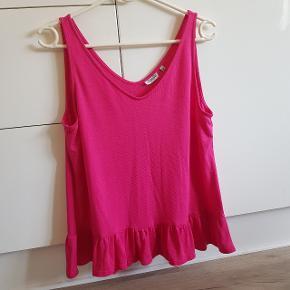 Smuk pink top fra Pigalle, brugt en gang og fejler intet, sendes med Dao:)