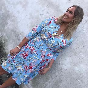 Super fed kjole! Shop den på vores webshop Www.astridfrank.dk  Se alt på Instagram: Astridfrank.dk   🔥🔥 Fås i flere størrelser 🔥🔥