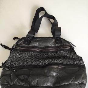 Virkelig lækker skind taske fra Depeche.