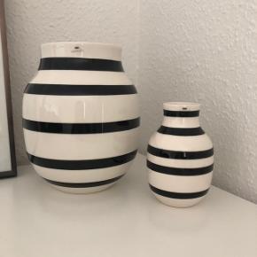 Kähler Omaggio vaser sælges  20 cm vase, ny pris 299,95 12,5 cm vase, ny pris 149,95 Sælges samlet til 225,- eller kom led et bud hvis du ønsker at købe en.  Sendes ikke. Kan afhentes i Aalborg, men også mulighed for afhentning i Århus.