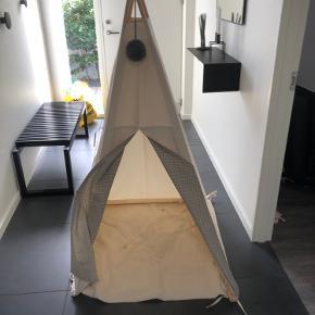 Nuno tipi telt  Nypris 900kr  Grå stjerner