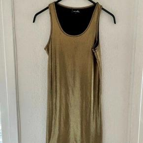 D-Xel kjole 164  - fast pris -køb 4 annoncer og den billigste er gratis - kan afhentes på Mimersgade 111 - sender gerne hvis du betaler Porto - mødes ikke andre steder - bytter ikke