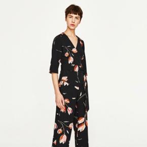 Super fin wrap bluse / slå-om-bluse fra Zara med tulipaner 🌷