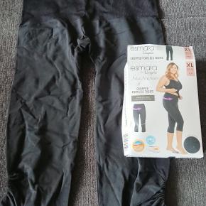 Stramme sorte Esmara Shapewear tights, i str 48/50.  3/4 leggings. Aldrig brugt. 86% polyamid/lycra + 14% elasthane