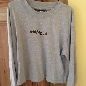 Tynd sweatshirt fra Weekday, størrelse S (oversize)