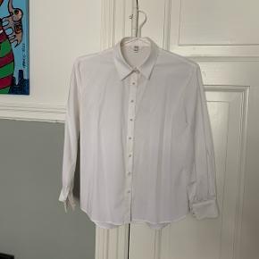 Fin skjorte med perleknapper
