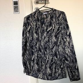 Smuk bluse fra Vero Moda Str: S Prisen er ikke fast, så byd endelig :)