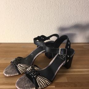 Si by Sinela heels