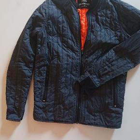 Klassisk Nørgaard jakke. Har været brugt af en 13-14 årig dreng