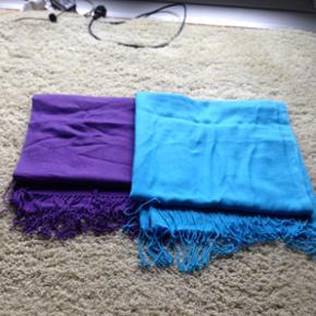 To pashmina tørklæder. Ens længde og bredde. Super lækkert stof og gode til vinter. For begge 40 kr. Kan også købes enkeltvis for aftalt pris. Skriv for mere info og billeder